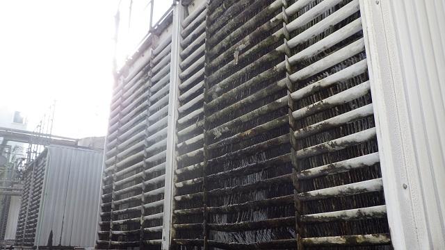 冷却塔(クーリングタワー)上部散水槽